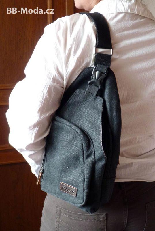 černý plátěný batoh